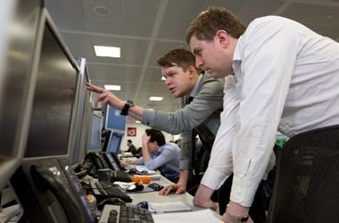 Bond traders in a trading room